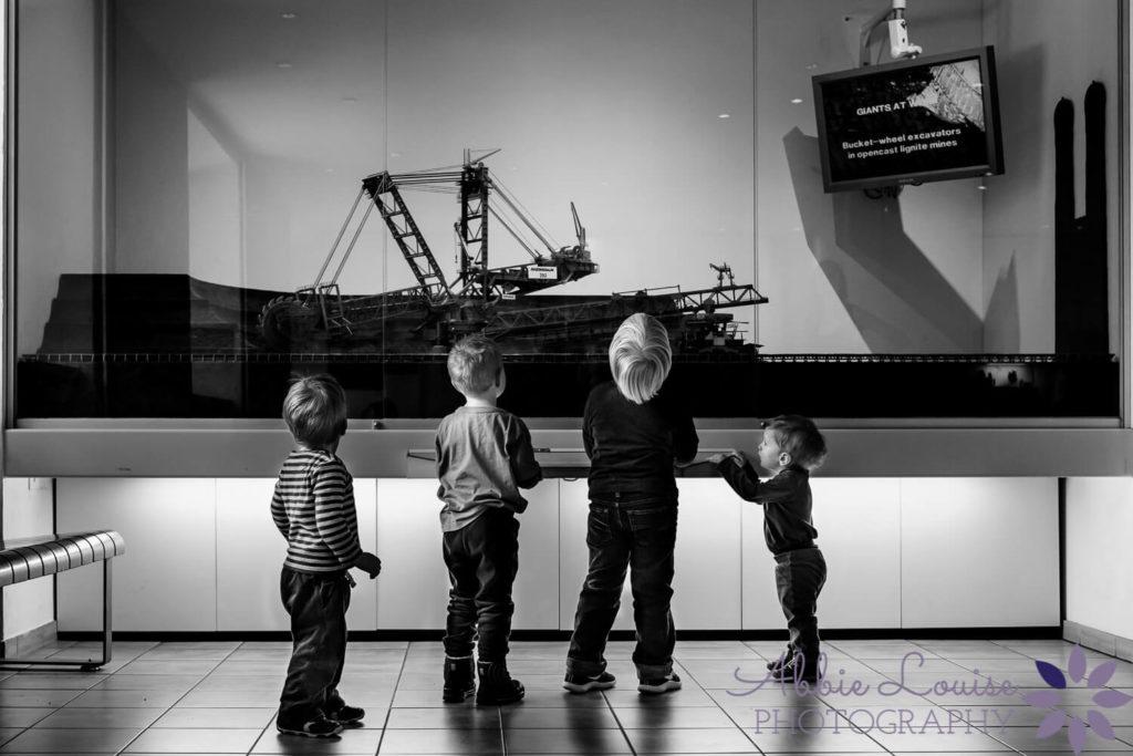 kids looking at display at Duestches Mueseum